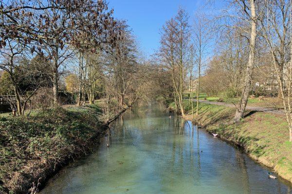 Die Wuhle ist ein kleiner Nebenfluss der Spree mit Wander- und Radweg