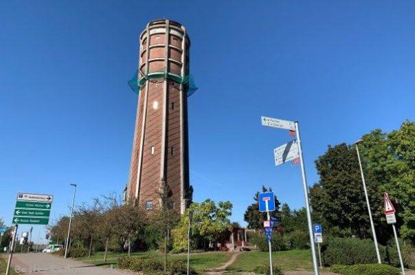 Wasserturm von Genthin, vom Elbe-Havel-Radweg aus gesehen